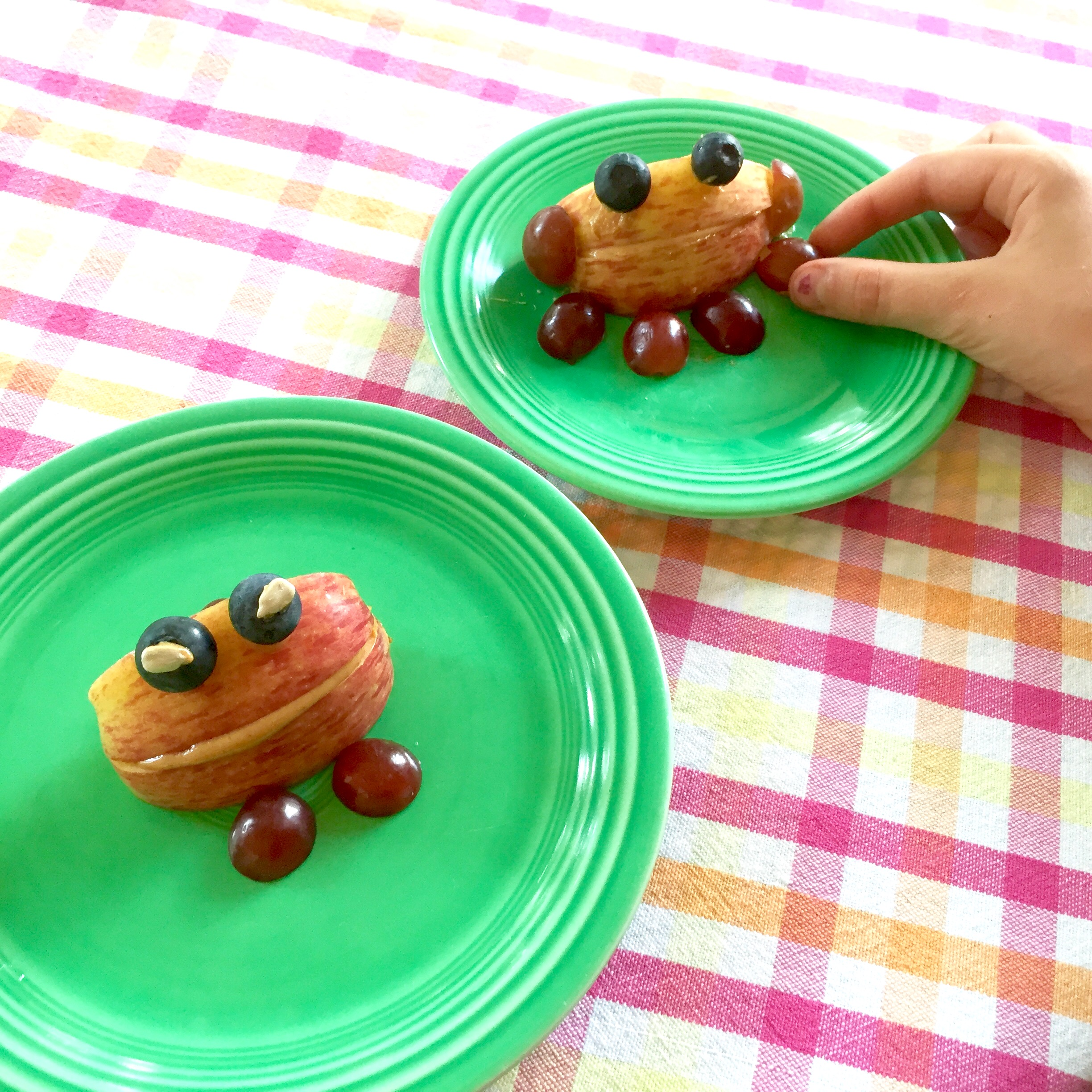 Kid-friendly snack — Peanut butter apple frogs